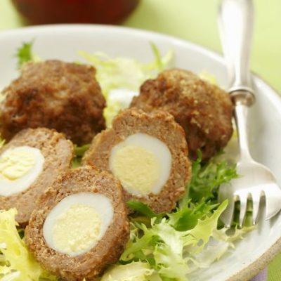 Мясные котлеты, фаршированные перепелиным яйцом - рецепт с фото