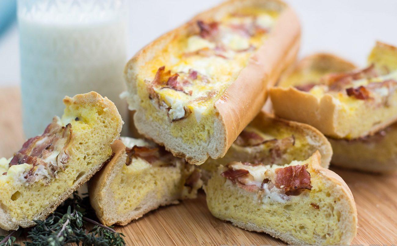 Омлет с беконом в хлебе