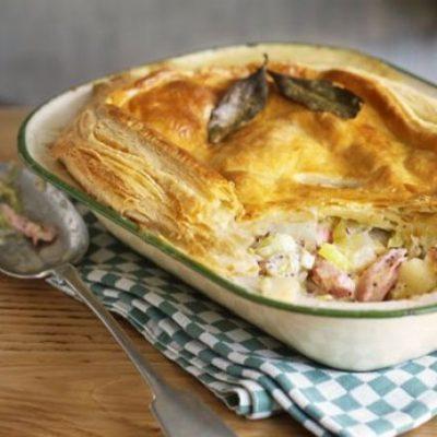 Открытый пирог с луком, ветчиной и сыром - рецепт с фото
