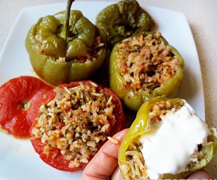 Перец, фаршированный рисом, мясом и овощами