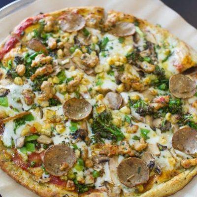 Пицца из кабачков с индейкой и овощами (на сковороде) - рецепт с фото