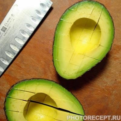 Фото рецепта - Пряный салат с тунцом и авокадо - шаг 2