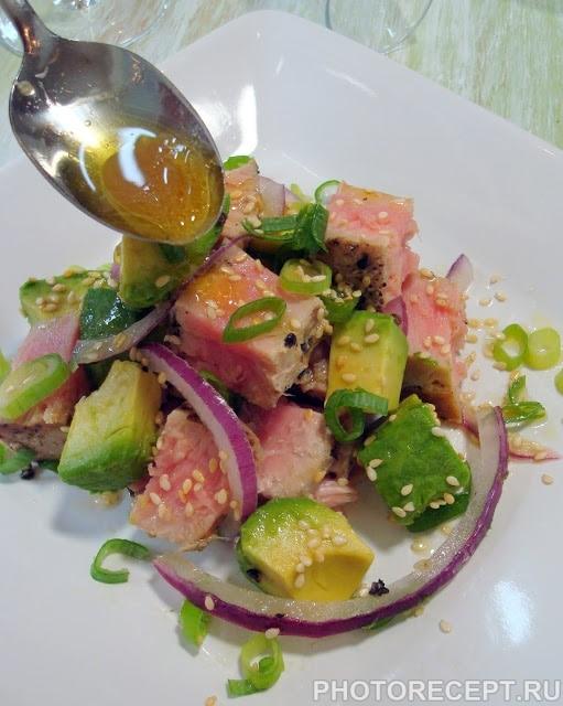 Фото рецепта - Пряный салат с тунцом и авокадо - шаг 4