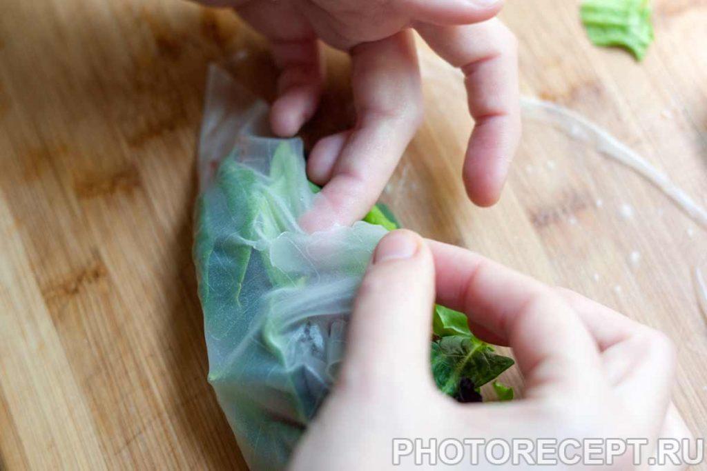 Фото рецепта - Рулетики из рисовой бумаги с овощами и беконом - шаг 3