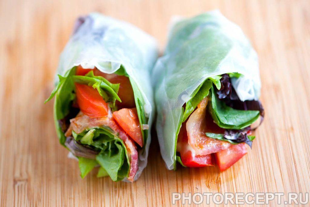 Фото рецепта - Рулетики из рисовой бумаги с овощами и беконом - шаг 4