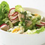Салат из тунца с редисом и яйцами