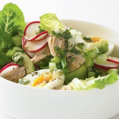 Салат из тунца с редисом и яйцами - рецепт с фото