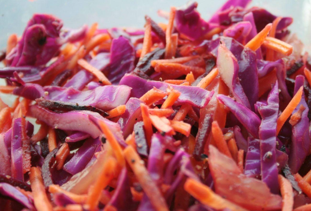 """Салат """"Ромашка"""" – прекрасное сочетание сырых овощей и мяса"""