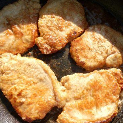 Свиная отбивная, жареная на сковороде - рецепт с фото