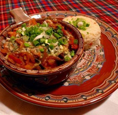 Свиная печень с грибами и помидорами, запеченная в гювече - рецепт с фото