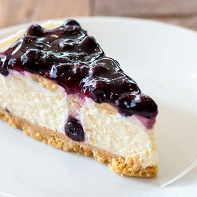 Творожный открытый пирог из сливок с ягодами - рецепт с фото