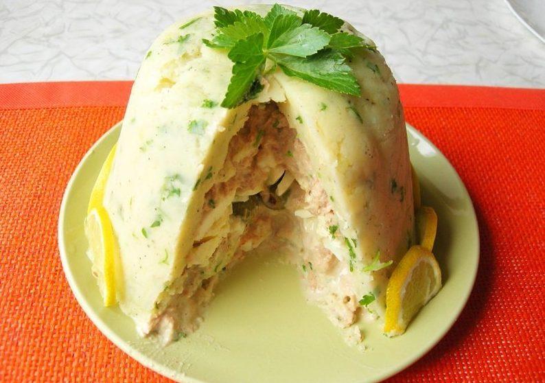 Закусочный гарнир- картофельный торт с тунцом