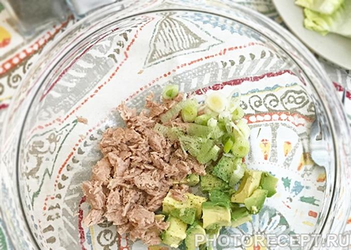 Фото рецепта - Закусочный салат с авокадо и тунцом - шаг 1