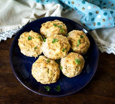 Запеченные картофельные фрикадельки с сыром и беконом - рецепт с фото