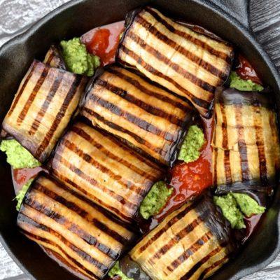 Запеченные рулетики из баклажанов, фаршированные сыром и травами - рецепт с фото