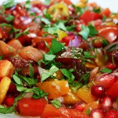 Азербайджанский салат из помидоров с гранатовыми зернами - рецепт с фото