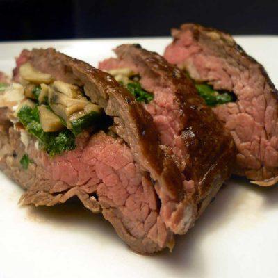 Бифштекс, фаршированный шампиньонами и шпинатом - рецепт с фото