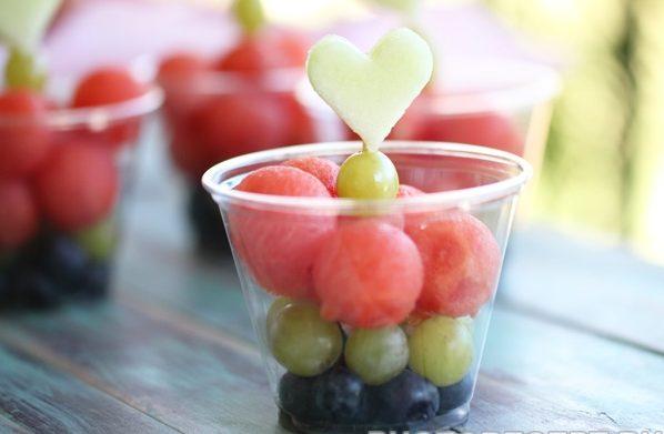 Десерт из ягод и фруктов на праздник