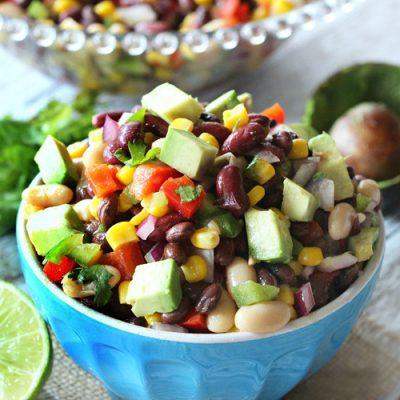 Фасолевый мексиканский салат с авокадо, кукурузой и перцами - рецепт с фото