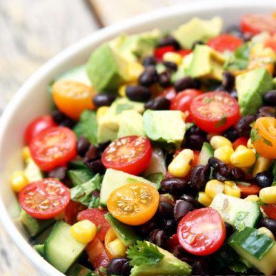 Фасолевый мексиканский салат с огурцами и авокадо - рецепт с фото