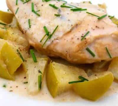 Филе курицы с яблоками, тушеное в яблочном сидре и сметане - рецепт с фото