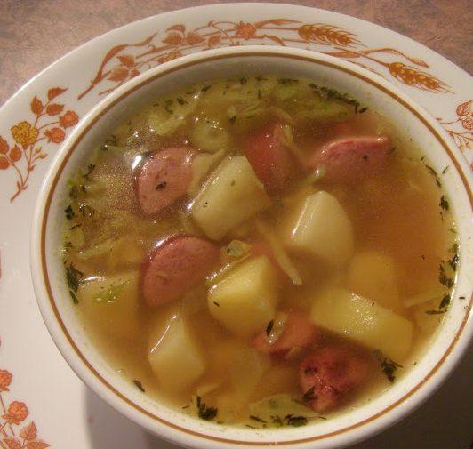 Картофельный суп с сардельками и капустой
