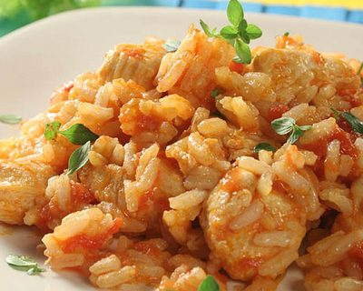 Куриное филе с рисом и помидорами - рецепт с фото