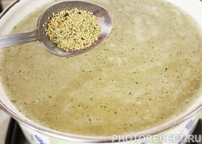 Фото рецепта - Куриный суп с гречкой и сыром - шаг 2