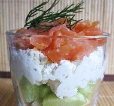 Легкая огуречная закуска с творожной начинкой и рыбой - рецепт с фото