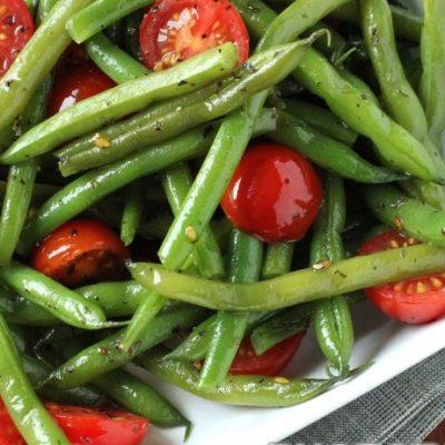 Летний салат с помидорами черри и стручковой фасолью - рецепт с фото