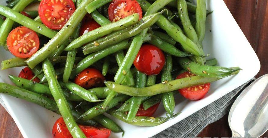 Летний салат с помидорами черри и стручковой фасолью