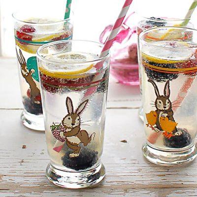 Лимонад с замороженными ягодами - рецепт с фото