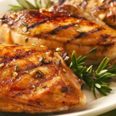 Маринованное куриное филе, приготовленное на гриле - рецепт с фото