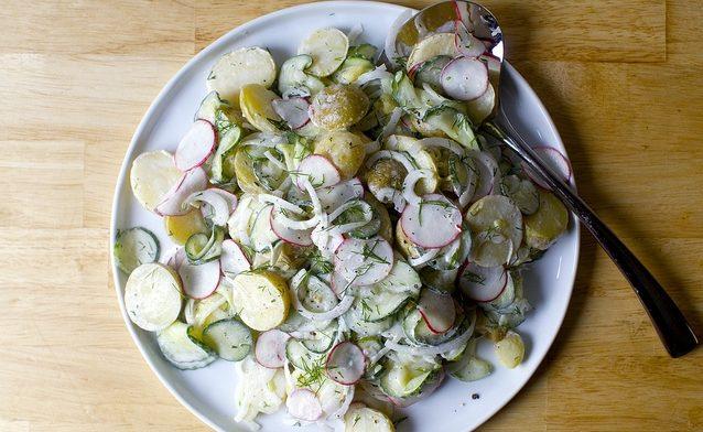 Овощной вегетарианский салат из картофеля