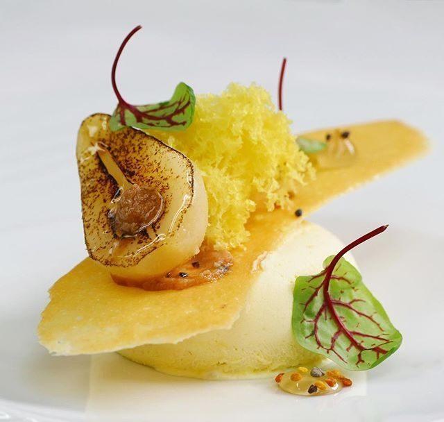 Парфе с карамелизованными грушами и медом