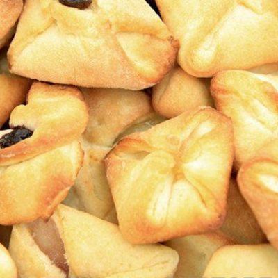 Печенье-конвертики с творогом и изюмом - рецепт с фото
