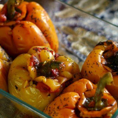 Перец, фаршированный кальмарами и овощами - рецепт с фото