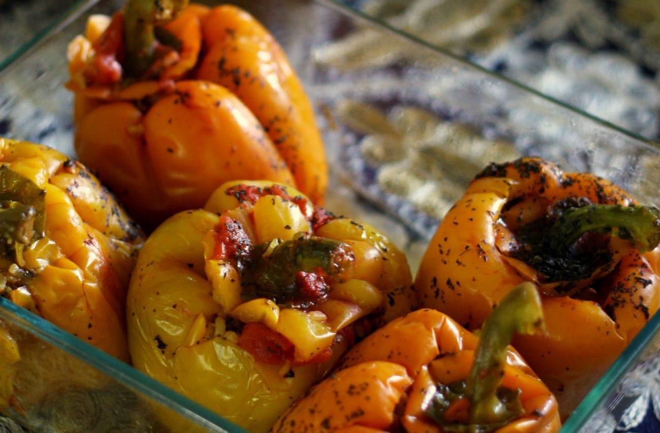 Перец, фаршированный кальмарами и овощами