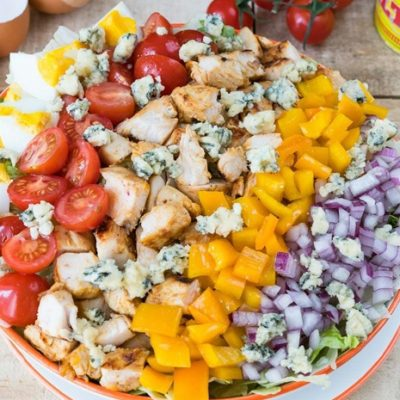 Праздничный салат с овощами и курицей - рецепт с фото
