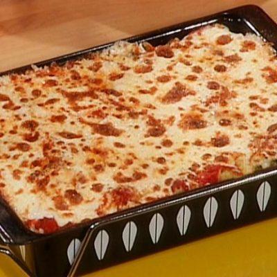 Простая картофельная запеканка с помидорами и креветками - рецепт с фото
