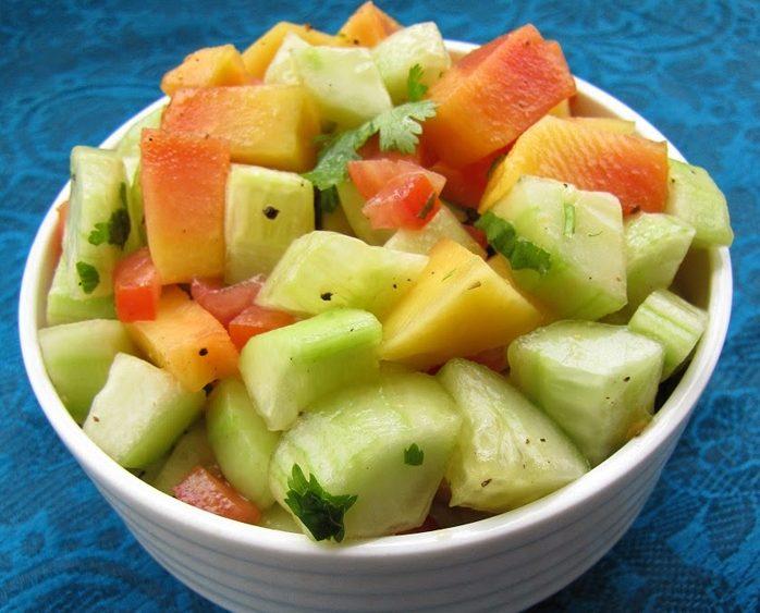 Салат экзотический с папайей и огурцами