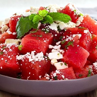 Салат из арбуза сыром фета и мятой - рецепт с фото