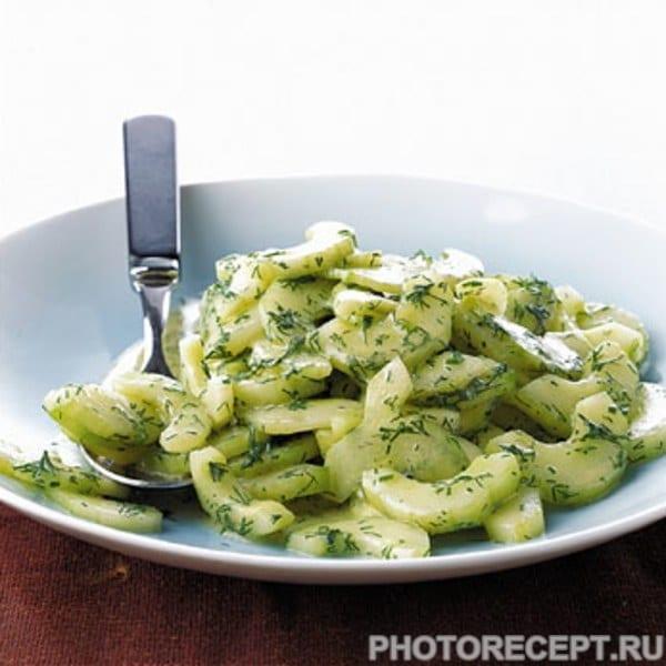 Салат из огурцов с укропом в горчичной заправке