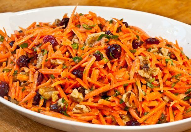 Салат морковный с грецкими орешками и гранатовыми зернами
