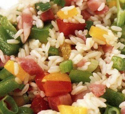 Салат с ветчиной, рисом и овощами - рецепт с фото