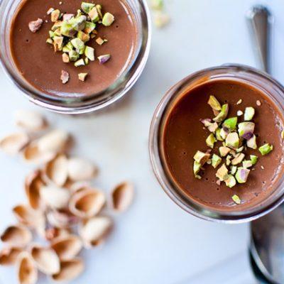 Шоколадный пудинг с фисташками - рецепт с фото