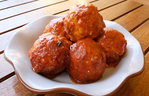 Тефтели куриные с рисом в томатном соусе