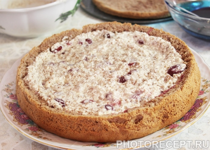 Фото рецепта - Торт «Пьяная вишня» с шоколадной глазурью - шаг 13