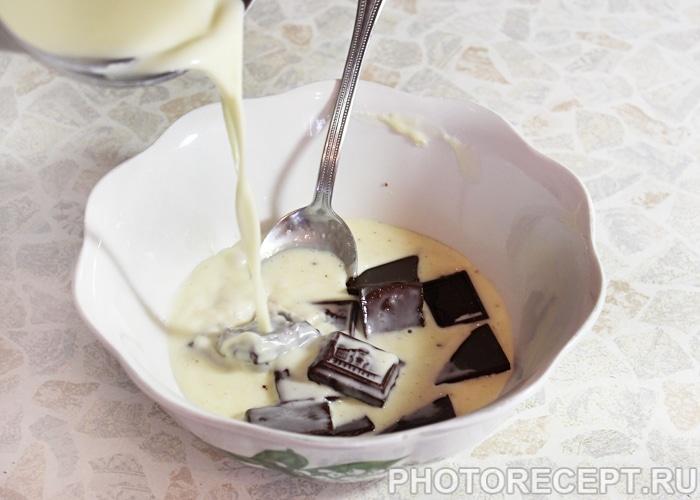 Фото рецепта - Торт «Пьяная вишня» с шоколадной глазурью - шаг 16