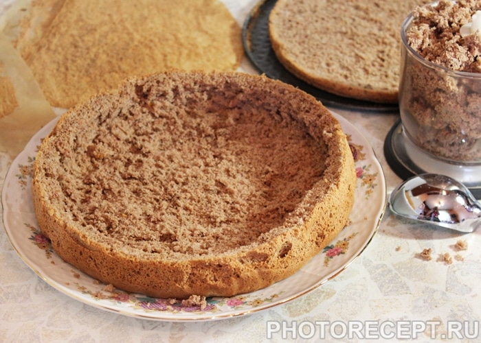 Фото рецепта - Торт «Пьяная вишня» с шоколадной глазурью - шаг 7